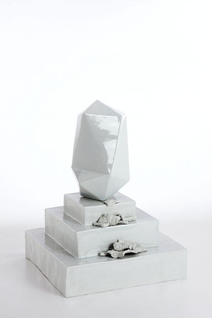 """""""Senza titolo"""" 2011 ceramica 35x35x45"""